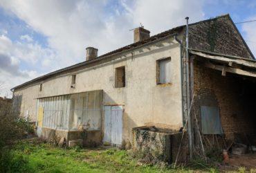 Maison ancienne à rénover + dépendances Frozes #1479